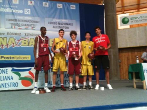 2010 - Premiazione del miglior quintetto alle Finali Nazionali di Bormio (con i nostri atleti Reali e Martino)