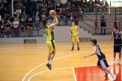 Il Capitano della squadra under 15 Campione d'Italia Marco Reali esegue un plastico tiro in sospensione (1)
